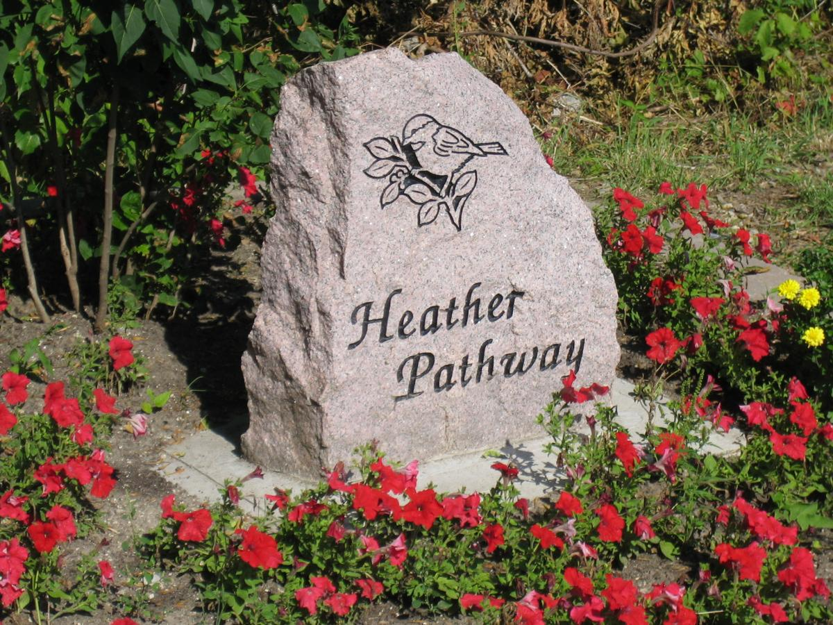 Image of Heather Pathway marker along the Collingwood trails